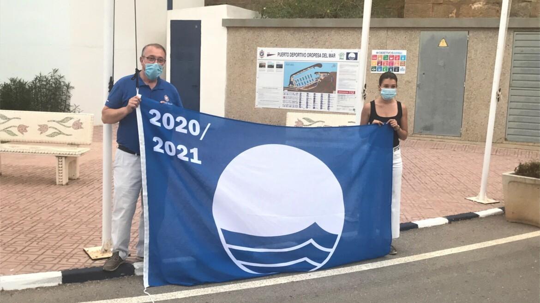 Acto de izado de la Bandera Azul en el puerto deportivo de Oropesa